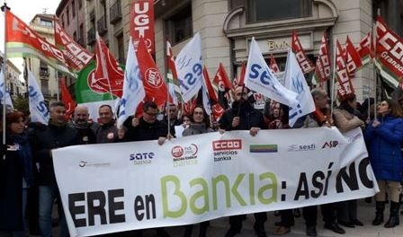 La movilización de la plantilla fuerza a Bankia a reducir el impacto del ERE