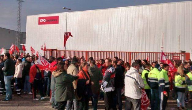 UGT convoca huelga en los centros logísticos de Zara, Amazon y Carrefour gestionados por XPO Logistics