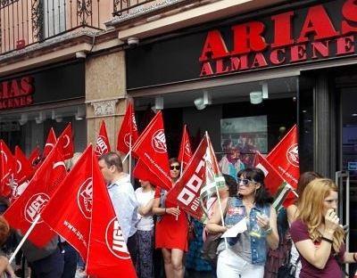 UGT y CCOO se concentran en Sevilla en defensa del convenio de comercio