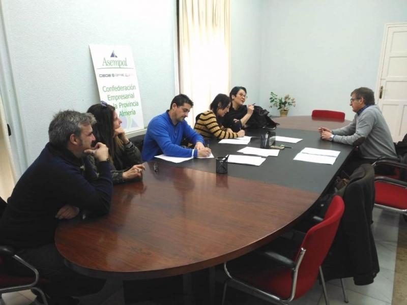Firmado el convenio del sector textil de Almería