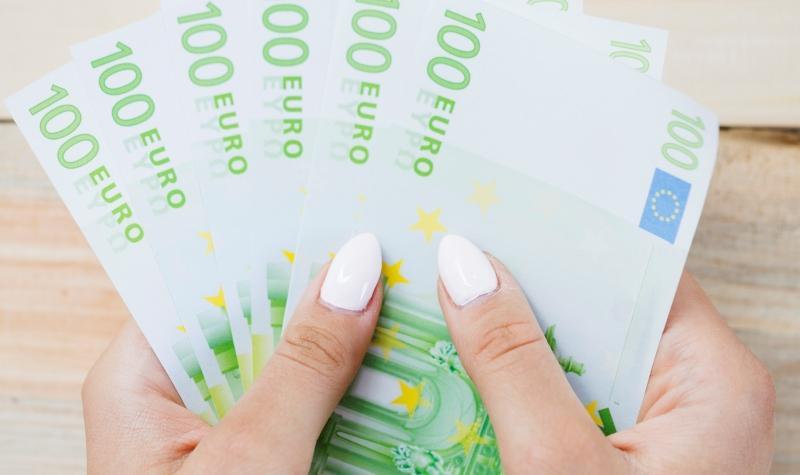 La patronal se enroca en todo lo que suponga un aumento de costes salariales de plantilla en establecimientos financieros de crédito