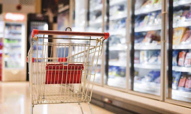 UGT recoge firmas en los comercios de Castilla-La Mancha para cerrar como máximo a las 15:00 horas los días 24 y 31 de diciembre