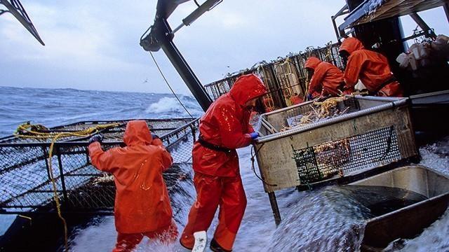 UGT denuncia la discriminación sufrida por los marinos en sus necesidades de movilidad