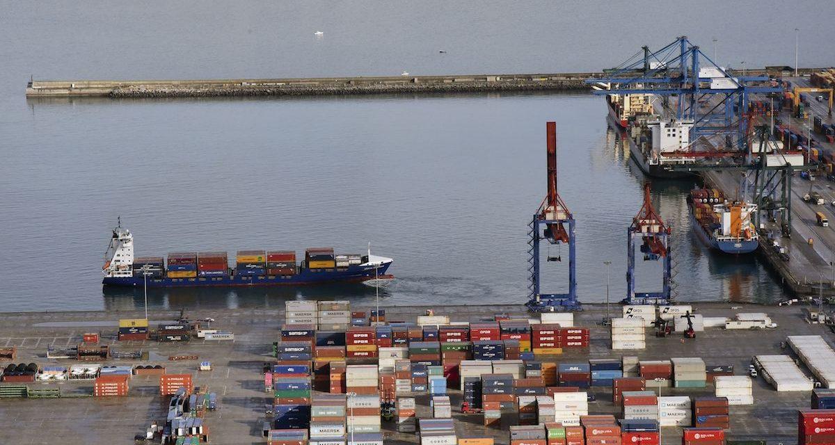 Los sindicatos solicitan la mediación del Ministerio de Trabajo en el conflicto de la estiba del Puerto de Bilbao