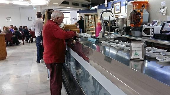 La plantilla de la cafetería de PARCEMASA convoca 3 días de concentraciones por su situación laboral