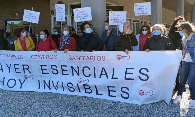 Protesta de las trabajadoras de limpieza de centros sanitarios y hospitalarios